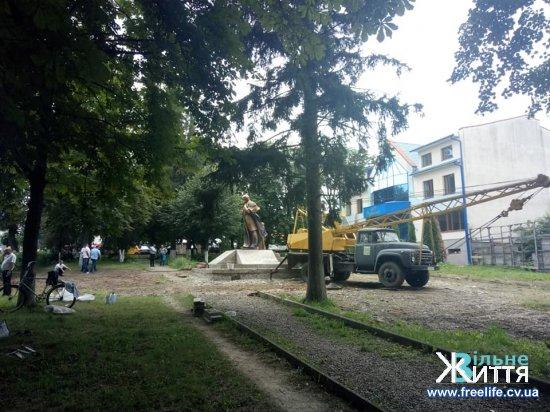 У Кіцмані встановлюють пам'ятник Т.Г.Шевченкові