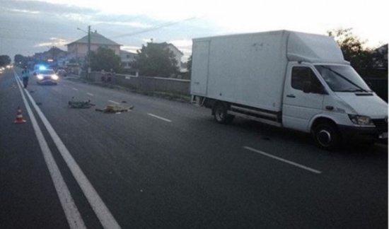 У Мамаївцях мікроавтобус збив на смерть велосипедиста - відео
