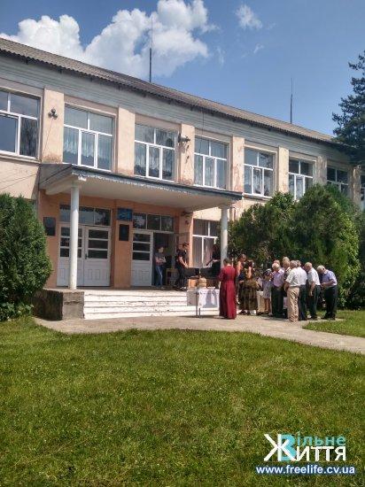 У Суховерхові відкрили меморіальну дошку відомому  лікарю-травматологу Іванові Олексюку
