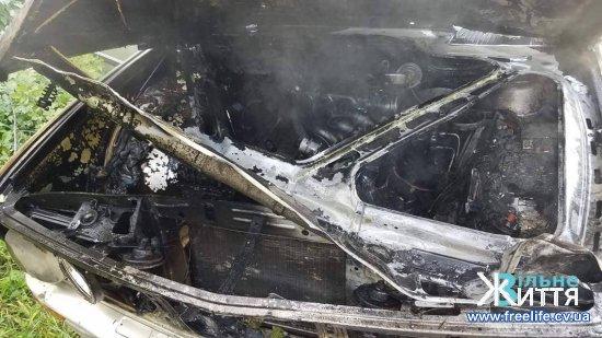 На Кіцманщині під час руху загорівся легковик