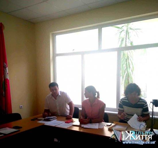 В Кіцманській міській раді під час круглого столу говорили про впровадження інструментів демократії
