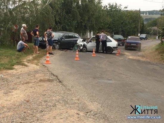 ЗІткнулися автомобілі в Суховерхові і Лужанах