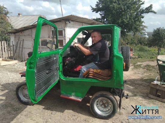 Саморобний «тракторомобіль» замінює багатодітній сім'ї авто