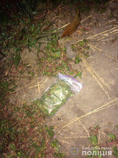 В Кіцмані щоб уникнути покарання, буковинець викидав наркотики через вікно