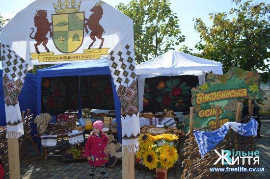 """Яскравим, колоритним і велелюдним був ярмарок """"Буковинська осінь"""" на Кіцманщині (фото)"""