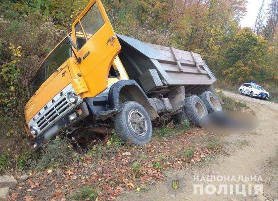 Житель Стрілецького Кута загинув  під колесами власної вантажівки