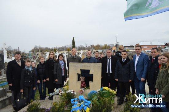 Представники Кіцманщини взяли участь у вшануванні пам'яті Омеляна Поповича у Заліщиках, де поховано видатного громадського діяча Буковини