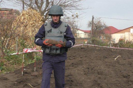 В Киселеві піротехніки знищили 10 боєприпасів, виявлених на присадибній ділянці
