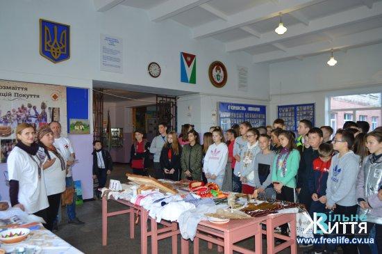 У Кіцманській школі майстер-клас провели майстри з Покуття зі Снятинщини та Городенківщини та Коломийщини