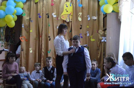 Вихованці Кіцманського реабілітаційного центру «Дзвіночок» впевнені, що світ має бути лагіднішим до людей з інвалідністю