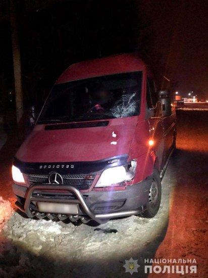 У Дубівцях під колеса Mercedes-Benz потрапив 18-річний хлопець
