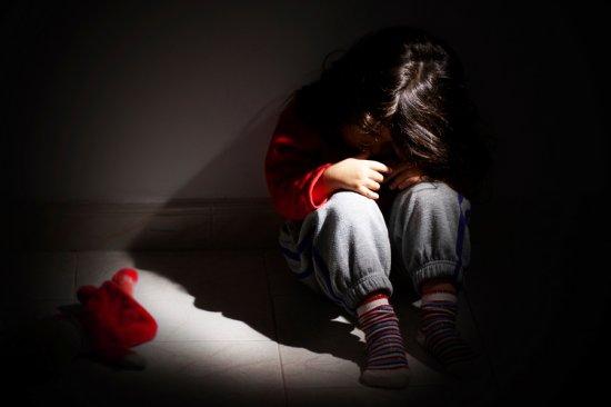 На три роки засуджено буковинця, який розбещував дочку свого двоюрідного брата