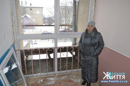 У Кіцмані ініціативу щодо заміни вікон у під'їздах підхопила депутатка міської ради