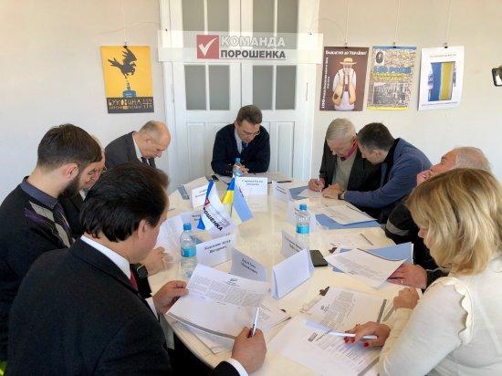 Потужні авторитети Буковини закликали голосувати за Петра Порошенка