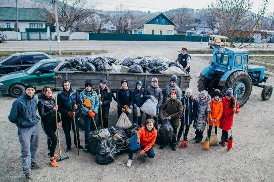 Молодь у Глиниці провела акцію з прибирання села #чисточеллендж
