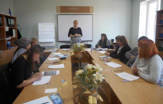 На Кіцманщині відбулося засідання клубу для жінок на тему «Я у себе одна!»