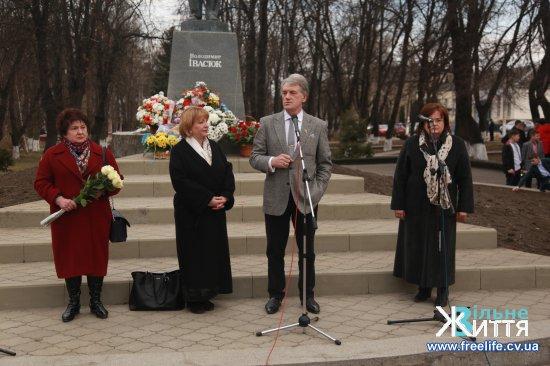 Третій Президент України Віктор Ющенко у Кіцмані вклонився пам'яті Володимира Івасюка