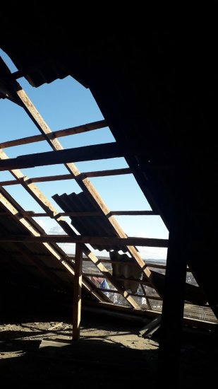 Порив вітру пошкодив дах Кіцманської центральної районної лікарні