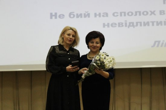 Нагрудним знаком «Відмінник освіти України» нагороджено вчительку Кіцманської гімназії