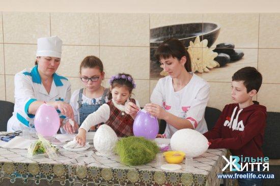 Кіцманських медиків вчили створювати пасхальний декор