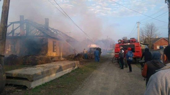 Через спалювання трави в Неполоківцях згоріла будівля, в Лашківці палають очерети