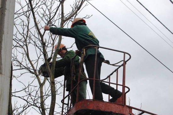 Планові відключення електроенергії в Кіцманському районі 8-12 квітня
