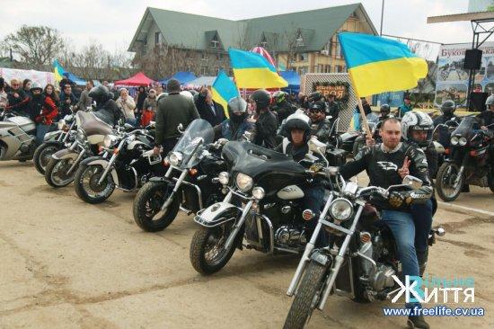 У Реваківцях відбулося відкриття тюльпанового поля у формі карти України (ФОТО)