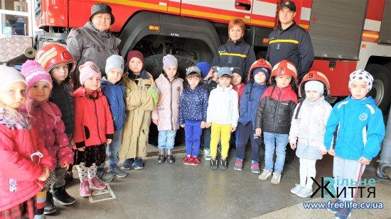 Учні та дошкільнята Кіцманя побували на екскурсії в пожежній частині