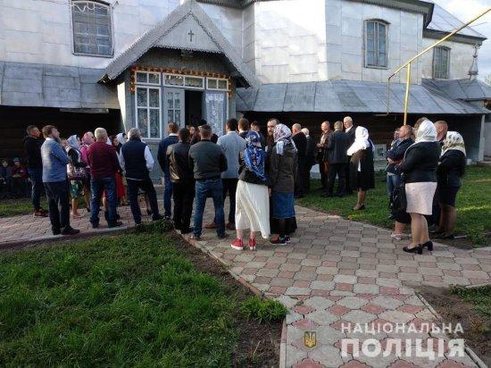 У Кальнівцях тривають непорозуміння між прихильниками українського і московського патріархатів