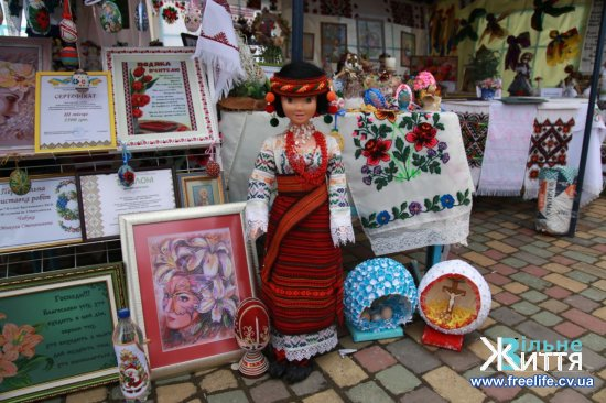 """Родинне свято """"Долина тюльпанів у Буковинській Трої""""  відбулося у Реваківцях"""