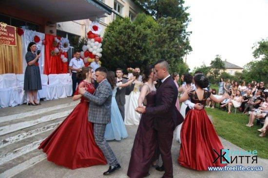 У Суховерхові відбувся випускний вечір (ФОТО, ВІДЕО)