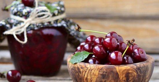 Шовковиця, вишня та черешня мають корисні і навіть лікувальні властивості