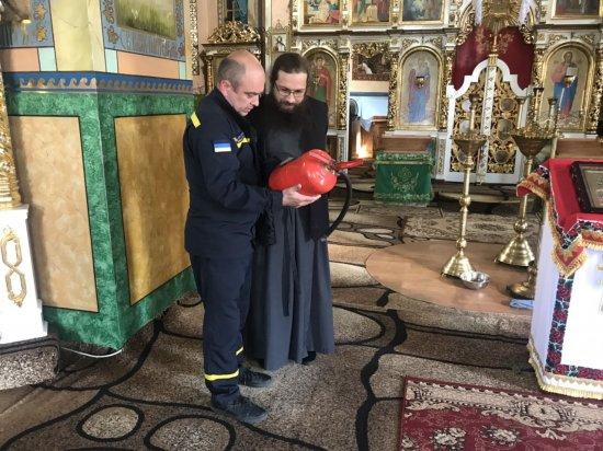 Рятувальники нагадують про важливість дотримання правил безпеки в храмах