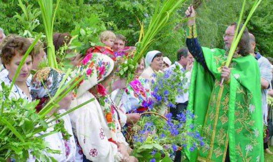 16 червня на Буковині відзначають Зелені свята або Трійцю