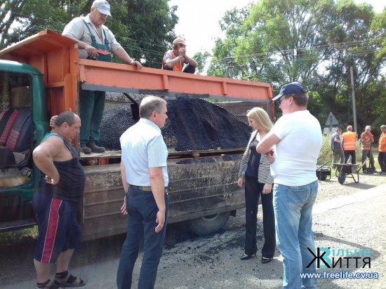 Триває ямковий ремонт дороги з Кіцманя до Киселева