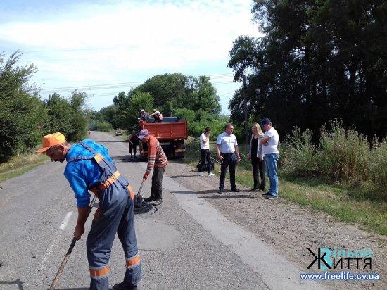 на дорозі з Кіцманя до Киселева триває ямковий ремонт